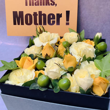 【母の日限定!!】生花のBOXフラワーアレンジメント~yellow~