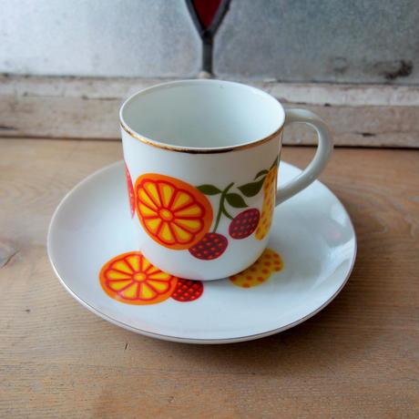 99. フルーツ柄 コーヒーカップ&皿