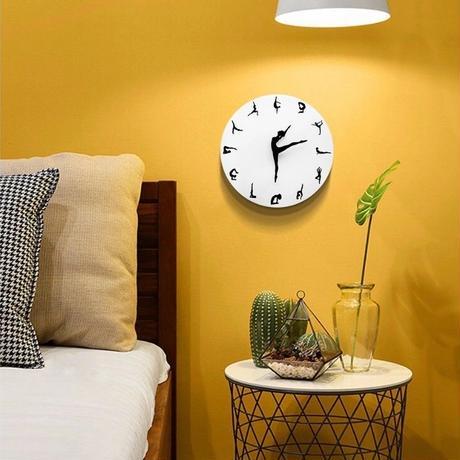 ヨガポーズ壁掛け時計