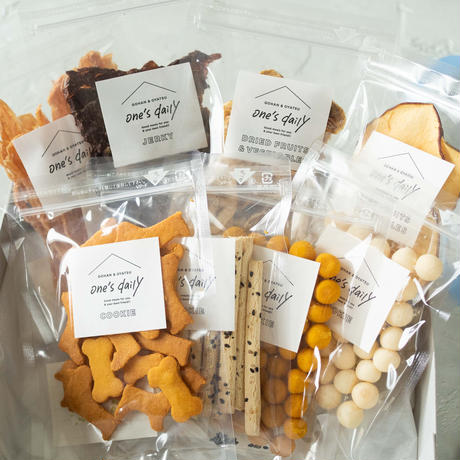人気商品詰め合わせギフトセット(クッキー&フルーツ&ジャーキー8袋)