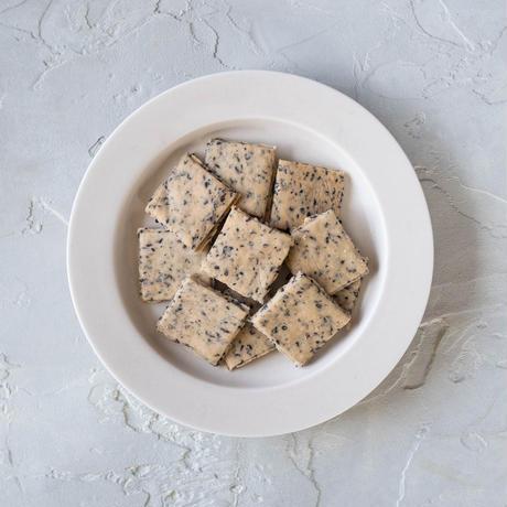 クセになる味わい!米粉の黒ごまクッキー