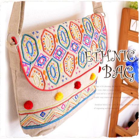 ミラーワークショルダーバッグ【tk116】ベージュ民族刺繍ショルダーバッグ!エスニック柄ボンボンが可愛い鞄レディース人気 !斜めがけバッグ♪エスニックファッションの差し色に!