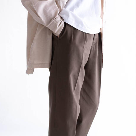 nuterm 52 Two Tuck Trousers(Khaki Brown)