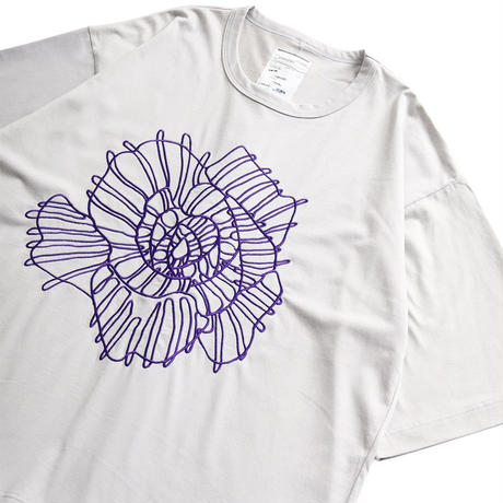 SHAREEF ABSTRACT FLOWER emb. S/S BIG T(Ice Gray)