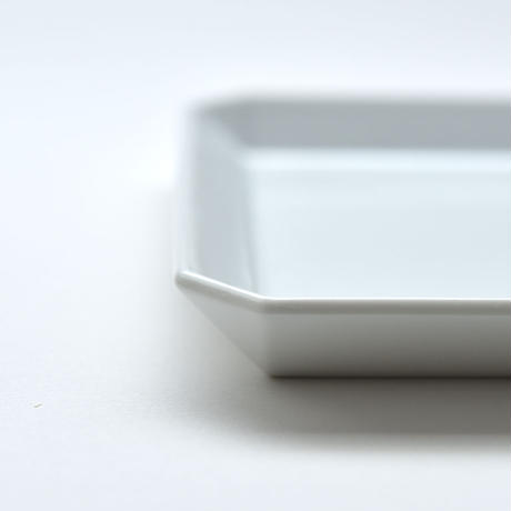 1616 / TY Square Plate 235 / White