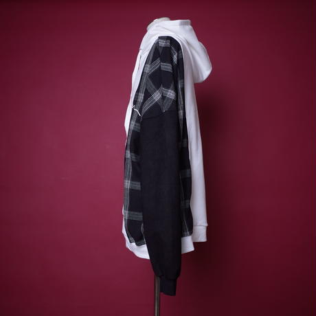 【AFYF】EMBLEM TRILINGUAL PARKA [WHITE/BLACK]