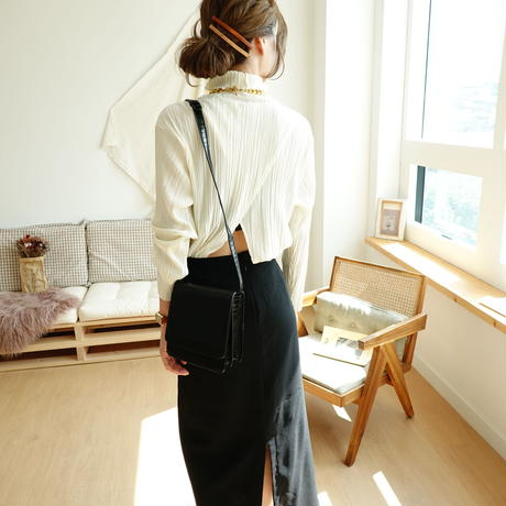 数量限定/Back open turtleneck tops