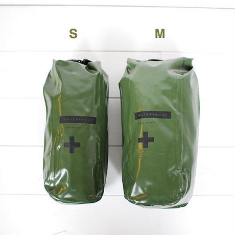 Waterproof pouch  (size:M)