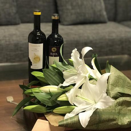 Bunch of  lilies &wine  Set
