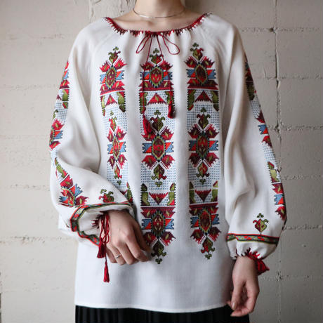 Vintage Embroidery Blouse WHRE