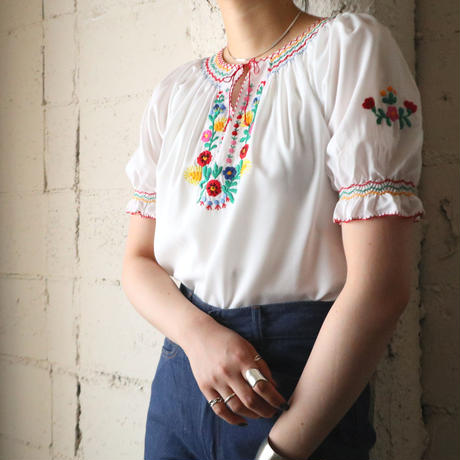 Embroidery Blouse WH