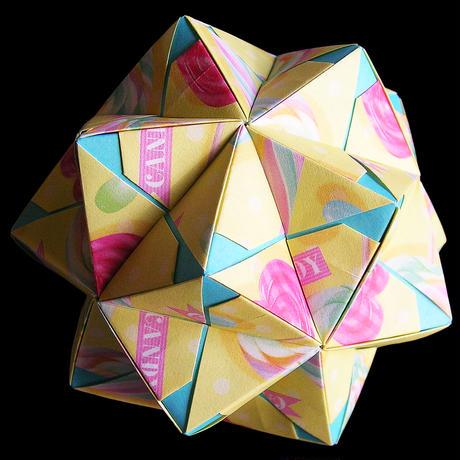 折り紙で作ったくす玉「インウィット バリエーション Vol.2」の作品