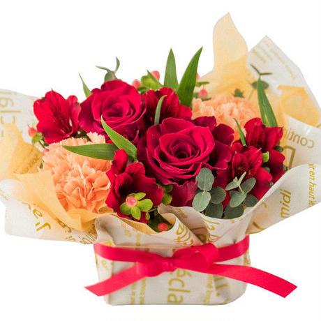 シャンパンとお花、お菓子のギフト フランス シャンパーニュ 辛口 750ml 生花アレンジメント ラズベリータルトクッキー 誕生日結婚祝い(OG45-156010)
