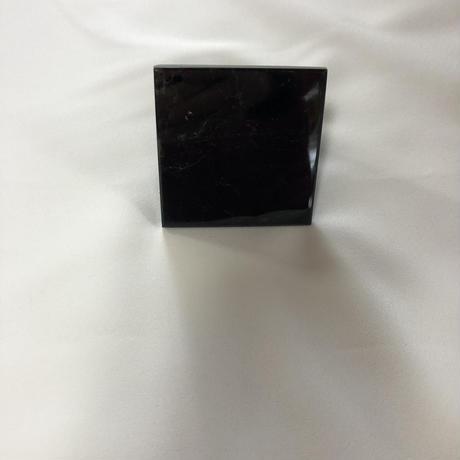 ⑦蛇霊・狐霊の呪詛と封印を解くアート専用の黒水晶(三角形6㎝~6.7×6.8㎝)