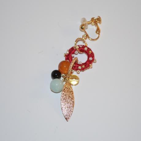 天然石のドーナツリーフ耳飾り【red】