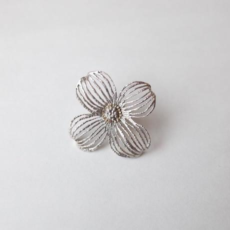 sasakihitomi/佐々木ひとみ「お花のピンブローチ」