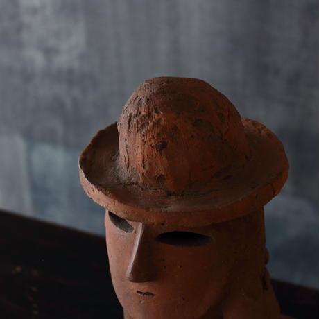 埴輪〈帽子を被った男〉