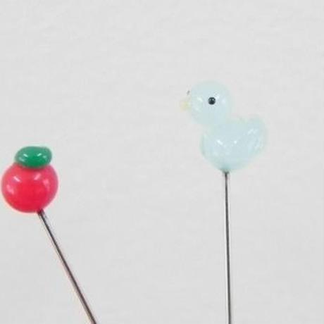 【gemma】まち針2本セット 水色のとり&りんご