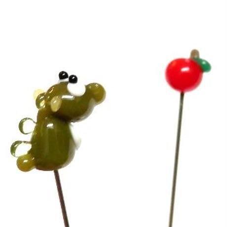 【gemma】まち針2本セット ドラゴン&りんご