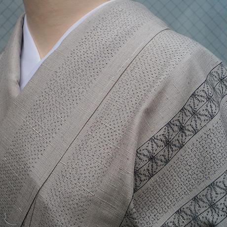 【袷】薄潤色地 麻の葉縞文 紬
