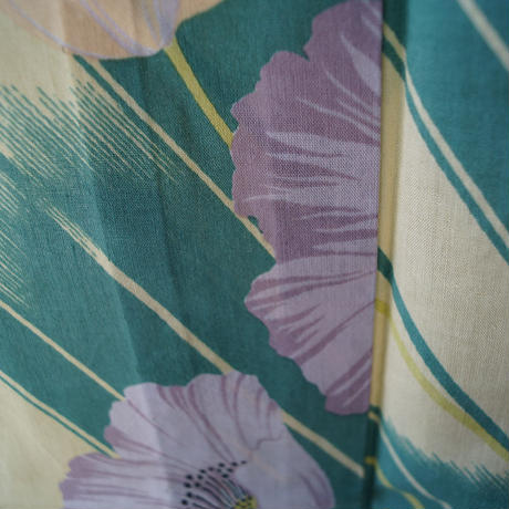 【浴衣】緑青色×薄苅安色 斜め縞にひなげし文 浴衣