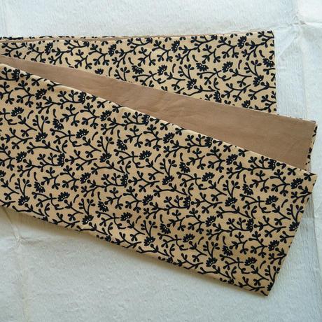 淡香色と黒のブロックプリントの半幅帯
