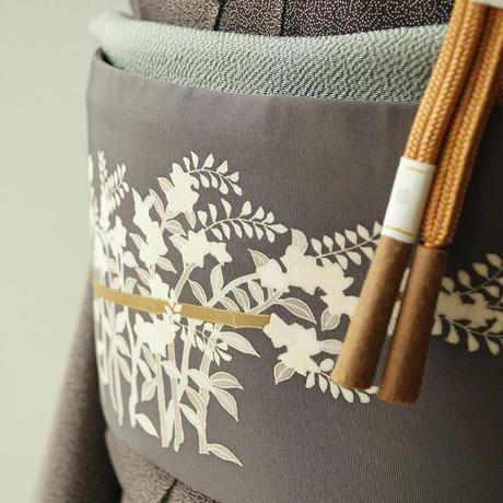 【ふくろ帯】塩瀬地 藤煤竹 小花と茅葺き屋根の洒落ふくろ帯