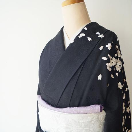【袷】黒染め分け地  桜文 刺繍訪問着