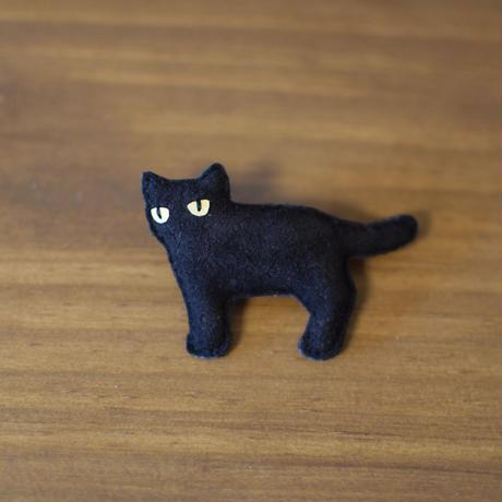 ブローチ 黒猫 横