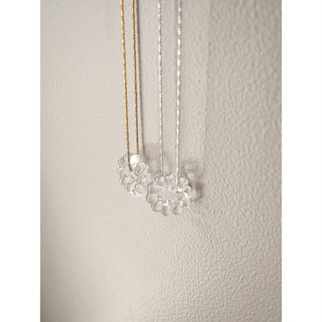 CLEAR FLOWE NECKLACE