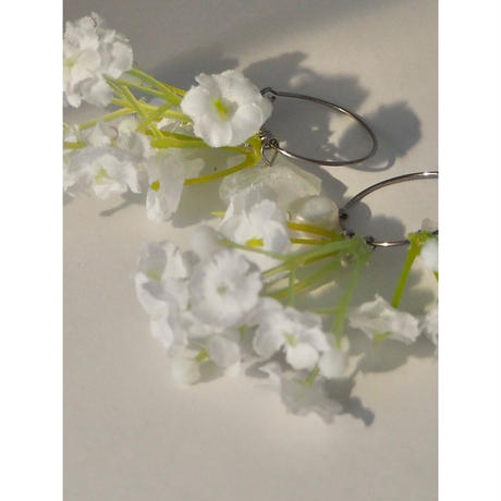 WHITE FLOWER ORE FOOP PIERCE & EARRING