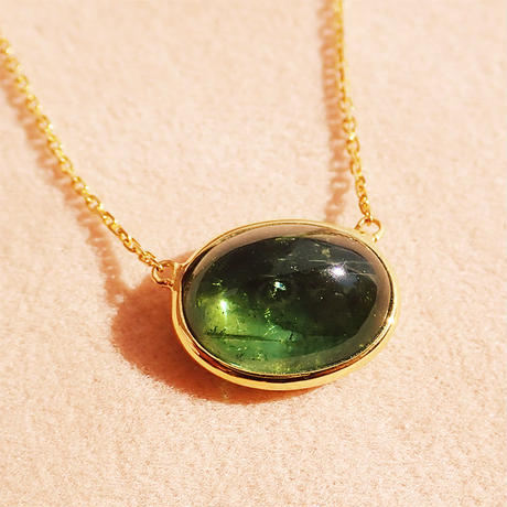 L.E.O.  { Necklace } green tourmaline. K18