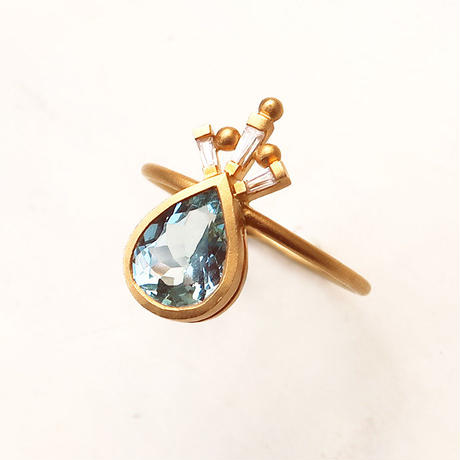 Peacock Crown  { Ring }  aquamarine. natural zircon. K18