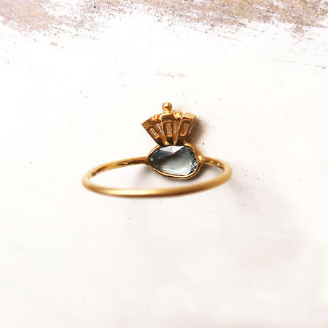 Peacock Crown  { Ring }  green sapphire. natural zircon. K18
