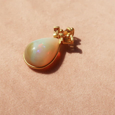 Peacock Crown { Pendant } opal. K18