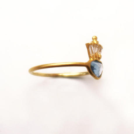 Peacock Crown  { Ring }  sapphire. natural zircon. K18