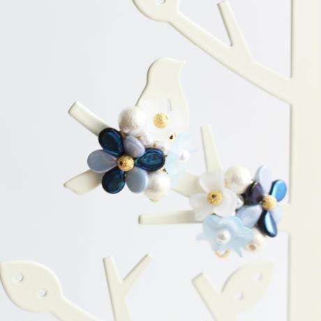 お花ビジュー水色紺コットンパールG金具イヤリング/ピアス