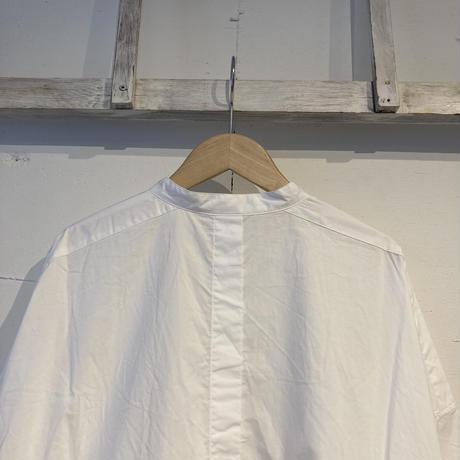 UNIVERSAL TISSU ナチュラルタイプライター バンドカラーロングシャツ シロ