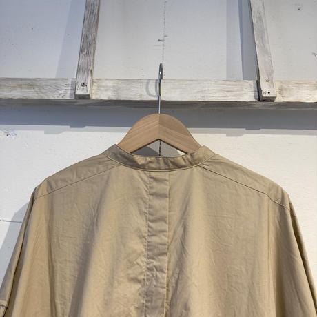 UNIVERSAL TISSU ナチュラルタイプライター バンドカラーロングシャツ ベージュ