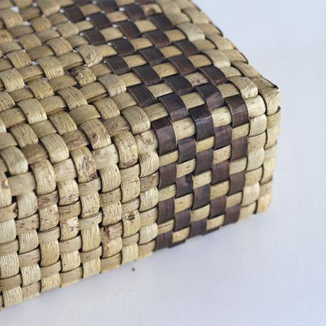 『縦裏皮ライン市松編み 表皮』沢胡桃のかごバッグ 28cm幅