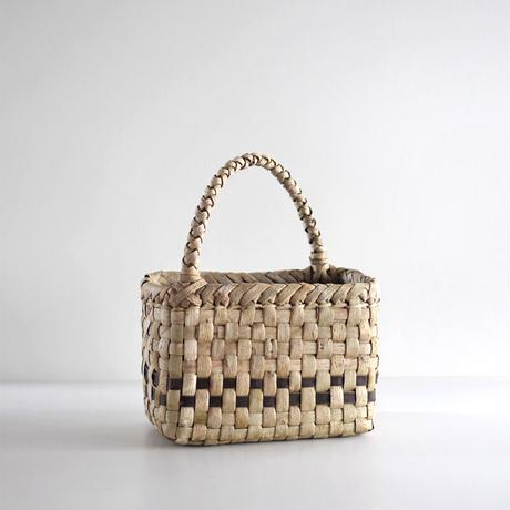 沢胡桃のかごバッグ『市松編み 表皮 斜めハンドル』 23cm幅 手提げ籠