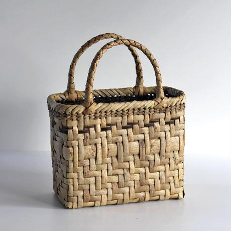沢胡桃のかごバッグ  網代編み 横幅25cm 手提げ籠  表皮