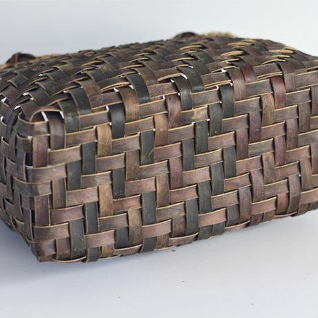 『丸み 網代編み+市松編み 裏皮×表皮』沢胡桃のかごバッグ 28cm幅