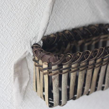 壁掛け籠 ハガキ収納や花器に / 沢胡桃樹皮 / クルミのカゴ / ozb-807