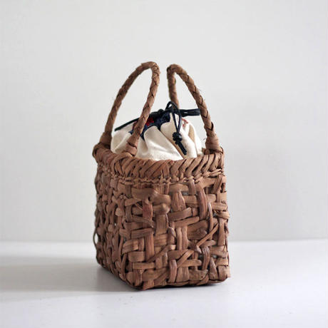 横幅20cm 山葡萄のかごバッグ   小ぶりで可愛いサイズ 取り外し可能巾着袋付き