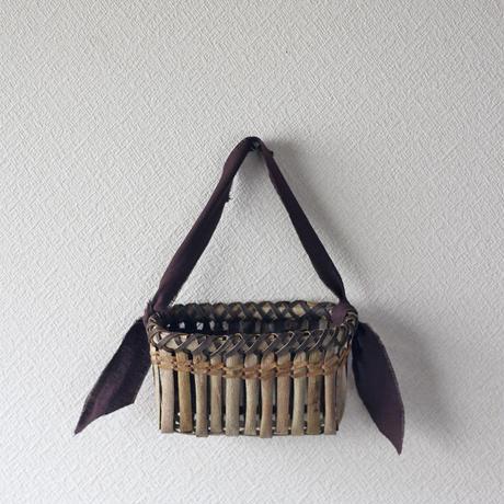 壁掛け籠 ハガキ収納や花器に / 沢胡桃樹皮 / クルミのカゴ / ozb-808