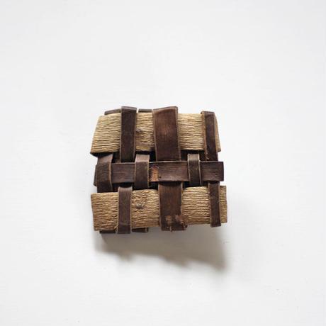沢胡桃のブローチ/平織り/ozbro-062