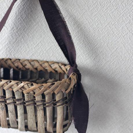 壁掛け籠 ハガキ収納や花器に / 沢胡桃樹皮 / クルミのカゴ / ozb-809