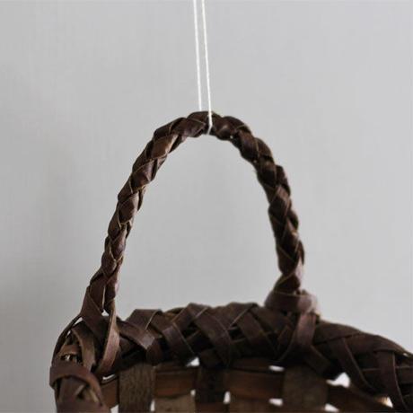 沢胡桃の壁掛けかご(籠)  ドライフラワーなどの壁飾り入れにどうぞ