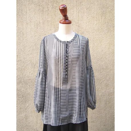 1310-01-202 Houndstooth Check Blouse
